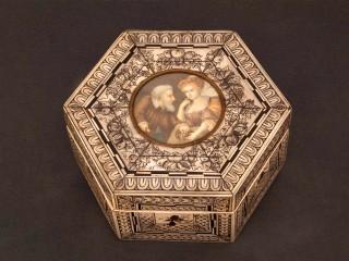 Caja de madera y marfil